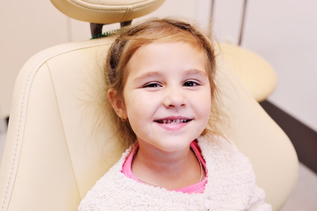 G:\photo\little-baby-girl-with-dental-caries-teeth-dental-chair-teeth-dental-chair_74906-1240.jpg